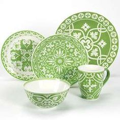 Pretty green and white dishes! Green Dinnerware, Dinnerware Sets, Table Place Settings, Green Rooms, Green Kitchen, Home Wallpaper, Dinner Sets, China Patterns, Vintage Pottery