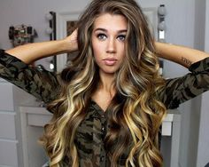 her hair is gorgeous !! <3