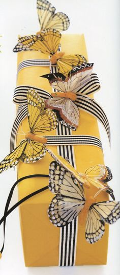 Three-Dimensional Gift Wrapping Idea *  from Carolyn Roehm