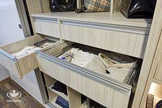 Akcesoria do szaf Komandor / szuflady / aluminiowy uchwyt krawędziowy