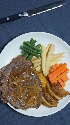 Bistik Daging ini adalah steak versi jawa. Cocok disajikan untuk acara keluarga atau cara besar lainnya karena cara mengolahnya yang cukup mudah.
