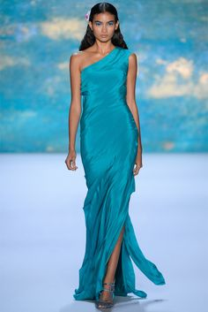 Monique Lhuillier Spring 2013 Ready-to-Wear Fashion Show Trend Fashion, Look Fashion, Fashion Show, Womens Fashion, Runway Fashion, Beautiful Gowns, Beautiful Outfits, Pretty Dresses, Blue Dresses
