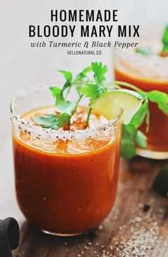 Homemade Bloody Mary Mix with Turmeric and Black Pepper | http://helloglow.co/homemade-bloody-mary-mix-with-turmeric-and-black-pepper/