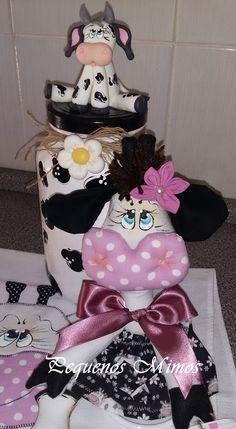pote de vaquinha mimosa Cows, Sewing Ideas, Biscuit, Minnie Mouse, Disney Characters, Fictional Characters, Handmade Crafts, Kitchen, Everything
