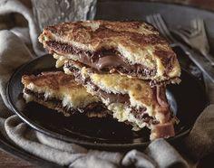Para aqueles dias em que você precisa de um agrado: rabanada recheada com creme de chocolate e avelãs. Se quiser, adicione fatias de banana ou morango ao recheio