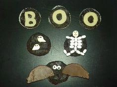Mini cupcakes fondants pour un Halloween en noir et blanc Mini Cupcakes, Fondant Cupcakes, Afin, Halloween, Desserts, White People, Tailgate Desserts, Deserts, Postres