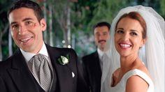 Tras varios contratiempos y muchos años de una relación frustrada, el gran día para Ana Rivera y Alberto Márquez llegó en una ceremonia mágica e improvisada. Más de 4,3 millones de espectadores se emocionaron con el 'sí, quiero' de Ana y Alberto. Recogemos los mejores momentos en un álbum de boda #HastaSiempreVelvet