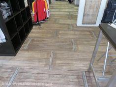 Afbeeldingsresultaat voor vloer van steenschotten Tile Floor, Flooring, Garden, Garten, Lawn And Garden, Tile Flooring, Wood Flooring, Gardens, Gardening