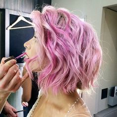 Celeb stylist Riawna Capri snapped a perfect sideview of Julianne's My Little Pony hair! And isn't she just the epitome of pretty-in-pink?