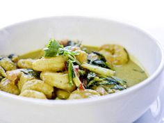 Scampi i karrisaus Scampi, Thai Red Curry, Soup, Ethnic Recipes, October, Soups, Chowder