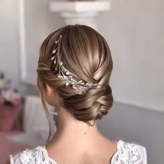 Let's look at the best bridal hair styles and tutorials we've chosen for you! braidedhairstyles braidstyles weddinghairstyles bridehairstyles bridalhair hairstyles hairgoals hairinspiration updos crochet longhair is part of Wedding hairstyles - Hair Upstyles, Hair Videos, Hair Looks, Braided Hairstyles, Chic Hairstyles, Hairstyles For Women Long, Brides Hairstyles Updo, Messy Wedding Hairstyles, Hair Inspiration