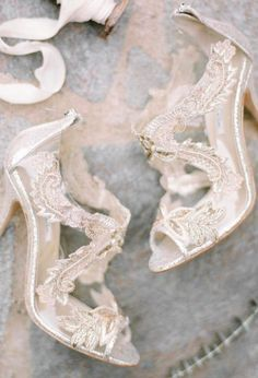 Real weddings and inspiration for the fine art bride - Wedding Sparrow | Shop