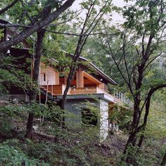 Building Design, Building A House, Hillside House, Rich Home, Lake Resort, House On A Hill, Home Design Plans, Cabin Homes, Cabins In The Woods