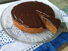 Esse bolo é de comer choraaaaaando de satisfação, mas aviso logo que tem que ser com muita moderação!! kkkkkkkk...Apesar de ser integral, por ter calda de chocolate, fica bem calórico! Ao invés de ...