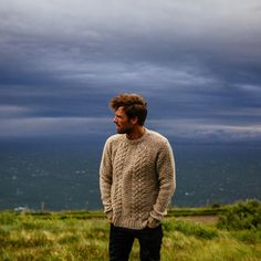 Born from needs of hardy British surfers, Finisterre designs functional and sustainable product with a strong sense of style for those who share a love of the sea. Surf Style Men, Surfer Style, Preppy Style, Men's Style, British Style Men, British Mens Fashion, Surfer Guys, Cowgirl Style Outfits, Look Man