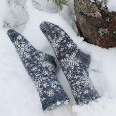 Ravelry: Arctic Blizzard pattern by Katrine Birkenwasser Crochet Socks, Knitted Slippers, Knitting Socks, Hand Knitting, Knitting Machine, Vintage Knitting, Crochet Granny, Chunky Knit Throw Blanket, Knitted Blankets