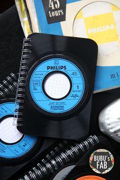 Carnet de note de poche en vinyle vintage   Recyclit Vinyl Record Crafts, Vinyl Crafts, Vinyl Projects, Vinyl Art, Old Records, Vintage Records, Vinyl Records, Vhs Crafts, Diy And Crafts