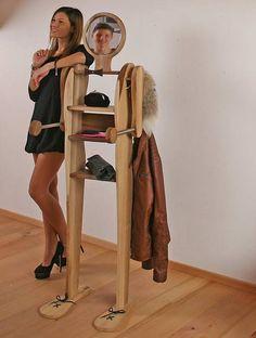 Unser stummer Diener Giovanni darf in keinem Sclafzimmer fehlen.  http://www.die-moebelmacher.de/produkte/wohnen/schlafzimmer/massivholzschlafzimmer14bis15.html