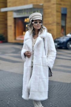 Classy Outfits, Chic Outfits, Fashion Outfits, Fur Fashion, Winter Fashion, 6th Form Outfits, Russian Fashion, Street Style Women, Winter Outfits