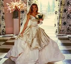 Carrie Bradshaw (Sarah Jessica Parker) paired her Vivienne Westwood wedding dress Movie Wedding Dresses, Wedding Movies, Princess Wedding Dresses, Designer Wedding Dresses, Gown Wedding, Carrie Bradshaw Wedding Dress, Vivienne Westwood Wedding Dress, Estilo Carrie Bradshaw, Celebrity Wedding Gowns