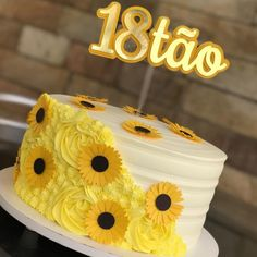 Sunflower Birthday Cakes, Sunflower Cakes, Buttercream Cake Designs, Happy Birthday 18th, Icing Flowers, Cake Cover, Small Cake, Novelty Cakes, Floral Cake