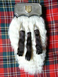 Sporran molach. The more decorative 'sporan molach', or hair sporran, appeared toward the end of the eighteenth century.