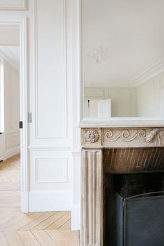 BEAUTIFUL DETAILS OF A RENOVATED PARIS APARTMENT
