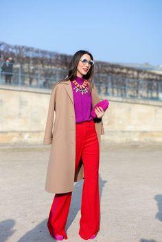 Die Trendfarbe Rot und Lila treffen in diesem Color Blocking Look gekonnt aufeinander. *** ☼ 写真 ஜℓvஜ ✨❁⊰ ~♥~ MO Apr 2018 ~♥~ ⊱⛩☮️☸️ॐ⛩✨❁↠ ஜℓvஜ ☼ Fashion Week Paris, Fashion Weeks, Winter Fashion, Street Fashion, Color Blocking Outfits, Colour Blocking Fashion, Boho Mode, Mode Chic, Look Fashion