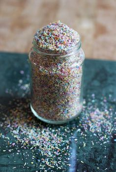 Simple, healthy and natural vegan DIY Rainbow Sprinkles! Made with desiccated coconut, natural dyes and stevia.