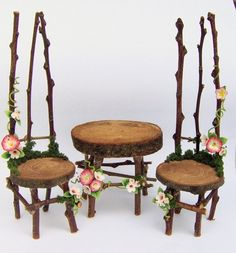 very pretty twig furniture, love the little slices, and the flower trim (inspiration)  *********************************************      repin - #miniature #miniatures #fairy #garden #gardens #crafts #DIY #whimsical #whimsy #furniture - ≈√