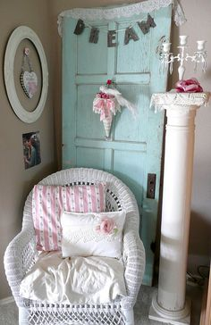 love the door, post, pillow