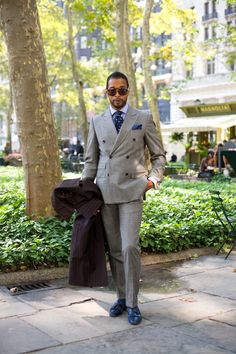 Bryant Park, Manhattan « The Sartorialist The Sartorialist, Sharp Dressed Man, Well Dressed Men, Grey Dress Pants, Men Dress, Black Dandy, Traje Casual, Black Overcoat, Mein Style