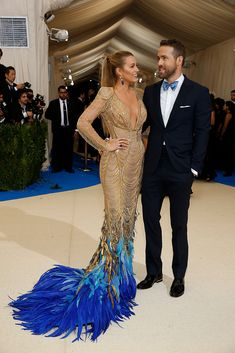 You Need To See These Epic Looks From The 2017 Met Gala - Blake Lively Wears Versace Beautiful Gold Detail Beaded V-Neck Fitted Dress With Blue Parrot Feather Tail Detail With Ryan Reynolds Blake Lively Ryan Reynolds, Blake Lively Moda, Blake Lively Style, Blake And Ryan, Gala Dresses, Wedding Dresses, Red Carpet Fashion, The Dress, Evening Gowns