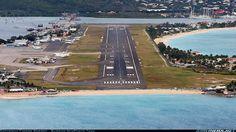 Aeropuerto Internacional Princess Juliana reabre después de los huracanes