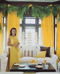 "This is a very ""mellow yellow"" Mary Mc Donald Chinoiserie Christmas interior. Merry Christmas To You, Christmas Thoughts, Christmas Tree, Mary Mcdonald, Yellow Curtains, Christmas Interiors, Yellow Interior, Chinoiserie Chic, Christmas Fashion"