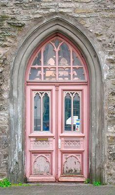 pink door, beautiful windows and archway Cool Doors, The Doors, Unique Doors, Entrance Doors, Doorway, Windows And Doors, Entrance Ideas, Door Ideas, Gothic Windows