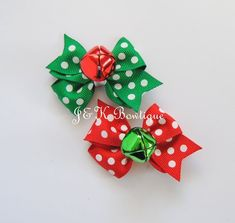 Listing is for 2 jingle bells hair bows. Pigtail set of bows. Bows have real jingle bells on them. Colors: Red/green/white Size is about: 2 * is mounted to a partially lined, 1 3/4 alligator clip * includes non-slip grip * is handmade using high quality grosgrain ribbon *All ends of