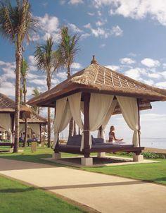 【H.I.S.】【CONRAD BALI】コンラッド・バリの敷地内には、8,000坪にも及ぶトロピカルガーデンがあり、滝を持つラグーンや350メートルに及ぶ白い砂浜があります。ラグジュアリーな気分に浸ることができるヒルトングループ最高峰のホテルです。 Conrad Hotel Bali, Garden Pavilion, Bali Wedding, Cool Pools, Balinese, Massage Therapy, Beach Club, Garden Inspiration, Gazebo