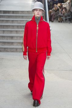 http://www.vogue.com/fashion-shows/fall-2017-ready-to-wear/marc-jacobs/slideshow/collection