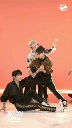 Stray Kids Seungmin, Felix Stray Kids, Dance Choreography Videos, Dance Videos, Fond Tie Dye, Savage Kids, Dance Kpop, Applis Photo, K Pop Music