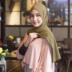 Ootd Hijab, Hijab Chic, Girl Hijab, Lookbook Hijab, Muslim Girls, Beautiful Hijab, Pashmina Scarf, Niqab, Hijab Fashion