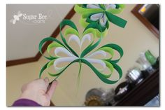 Paper Strip Shamrocks - easy family craft to celebrate St Patrick's day St Patricks Day Crafts For Kids, St Patrick's Day Crafts, Bee Crafts, Holiday Crafts, Paper Crafts, Diy Paper, Holiday Decor, Saint Patrick, St. Patrick's Day
