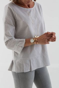 40 Ideas for sewing blouse mens shirt refashion - Men's style, accessories, mens fashion trends 2020 Umgestaltete Shirts, Sewing Blouses, Women's Blouses, Linen Dresses, Refashioning, Dressmaking, Diy Clothes, Clothes For Women, Blouse Designs