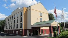 Best Western Springfield West Inn West Springfield (Massachusetts) Featuring an outdoor swimming pool, Best Western Springfield West is located in West Springfield. Free WiFi access is available. Six Flags New England is 12 km away.