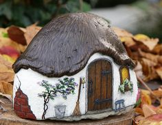 Rock Crafts - Napoleonia - Re-Wilding Pebble Painting, Pebble Art, Stone Painting, House Painting, Rock Painting Patterns, Rock Painting Ideas Easy, Rock Painting Designs, Stone Crafts, Rock Crafts