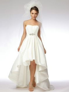 Vestidos de Novia Sencillos para Boda Civil. Los vestidos de novia sencillos para una boda civil no es motivo para dejar de lado el vestido de la novia sino que de igual manera esto tiene que fluir aú