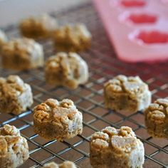 This banana almond dog treat recipe produces soft, naturally sweet (no sugar) gluten-free treats. Perfect for all dogs, including puppies, seniors and tiny breeds. Soft Dog Treats, Dog Treats Grain Free, Grain Free Dog Food, Natural Dog Treats, Homemade Dog Treats, Healthy Dog Treats, Pet Treats, Banana Dog Treat Recipe, Dog Treat Recipes