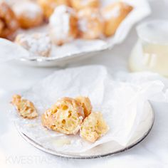 Racuszki hiszpańskie churros. Przepis na pączki z ciasta parzonego, ptysiowego