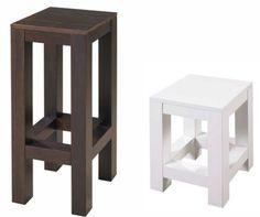 A banqueta alta (77 x 30 x 30 cm) é fabricada em pínus, ou seja, madeira maciça de reflorestamento, enquanto o banquinho (45 x 30 x 30 cm) é de MDF, com acabamento laqueado branco. As duas peças pertencem à linha Puerto, da loja virtual Meu Móvel de Madeira, e são vendidas em kits com duas peças. O primeiro conjunto sai por R$ 259, e o segunda, por R$ 229.