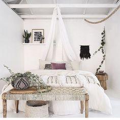 Elegance chic bohemian bedroom design ideas (69)